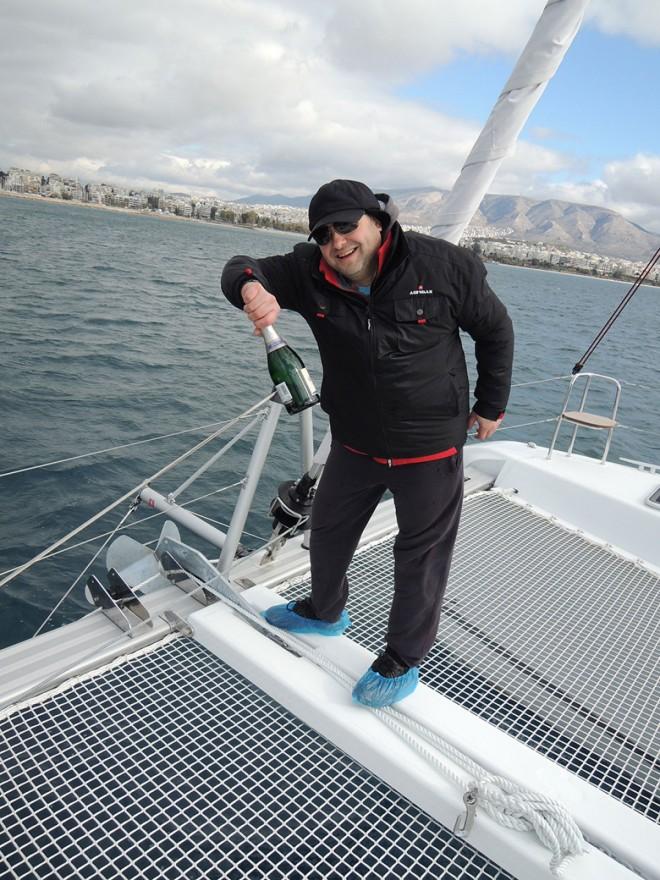 Албертина акостира на пристанище Alimos Marina в Атина